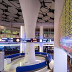Saudi Stocks Lead Gulf Gains on Surging Oil Bets: Inside EM