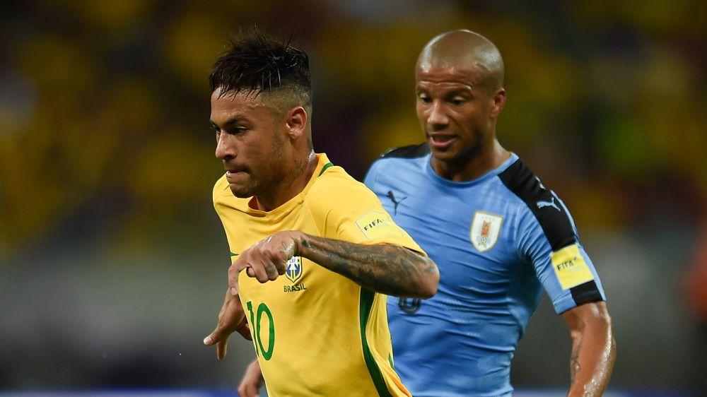 Uruguay y Brasil, un clásico para exponer sus rachas invictas