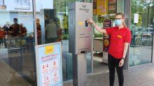 Schutzmaske vergessen? Netto testet innovativen Masken-Automaten