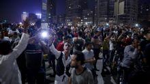 Egípcios desafiam a lei e protestam contra o presidente