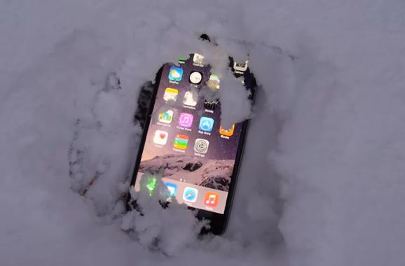 iPhone 6 Plus spends Christmas in the snow and survives