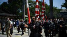 Japanische Minister besuchen umstrittenen Schrein am Jahrestag der Kapitulation