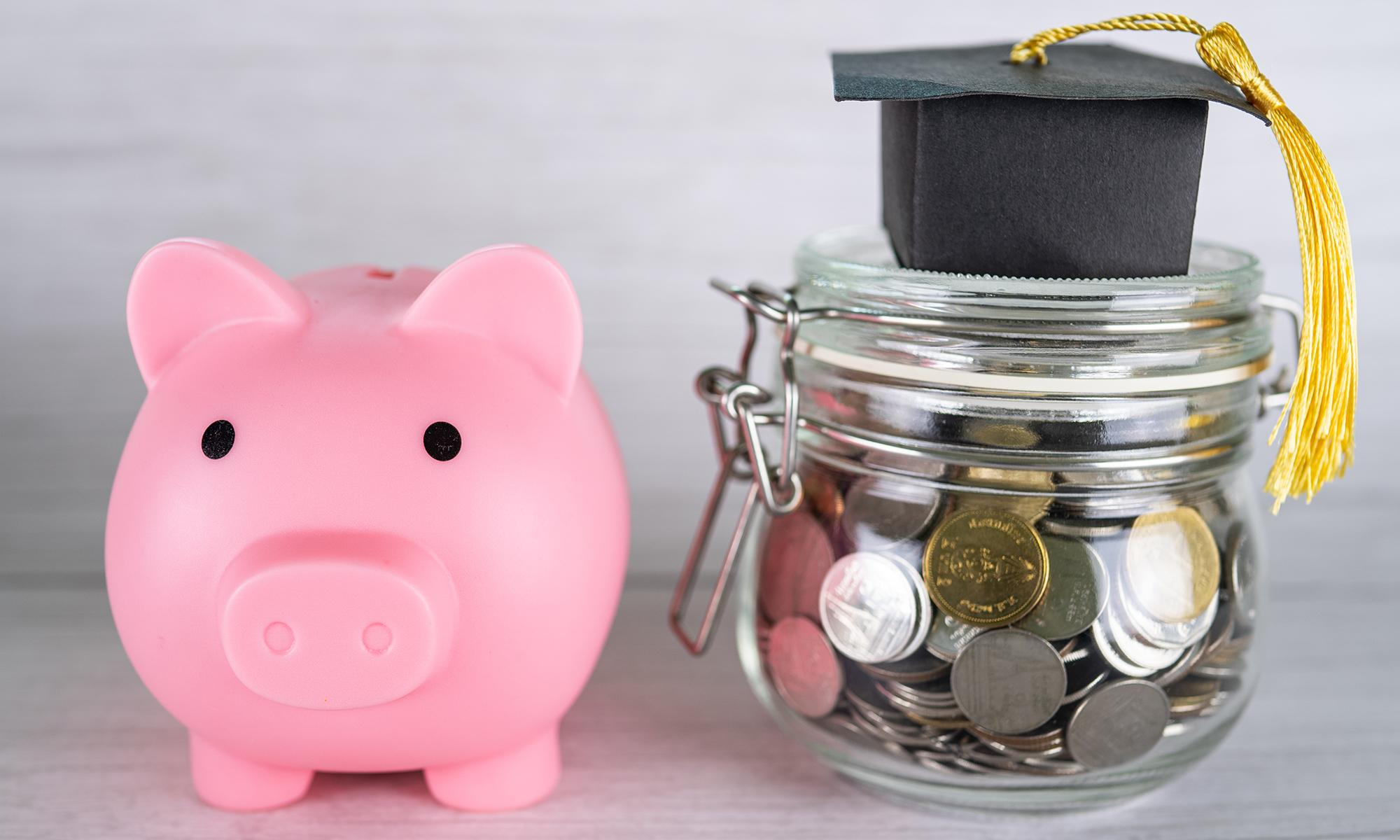 Student discounts image with piggy bank for the Engadget 2021 Back to School guide.