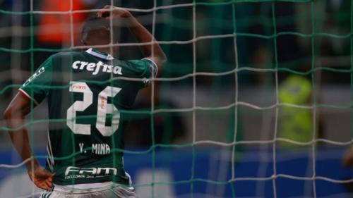 Alex Silva diz que rasgou a própria camisa para não ser expulso após disputa 'de Libertadores' com Mina