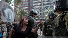 Metrô de Santiago reabre estações quase um ano após protestos no Chile