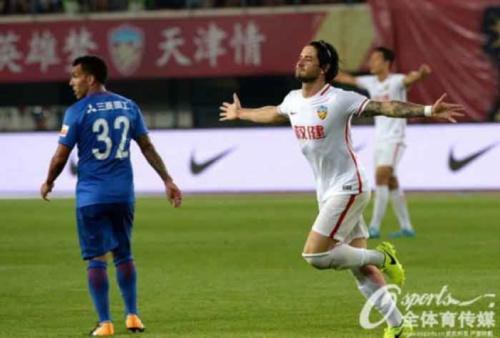 Pato faz golaço, Tianjin Quanjian vence e sobe para terceiro no Chinês