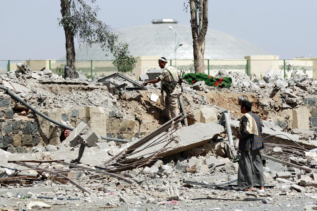 Huthi Shiite militants inspect damage following an air-strike by the Saudi-led coalition on May 31, 2015 in Al-Thawra sport city, located north of the capital Sanaa (AFP Photo/Mohammed Huwais)