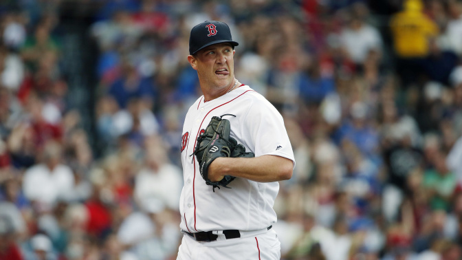 Red Sox pitcher Steven Wright rides subway to Fenway just like fans do