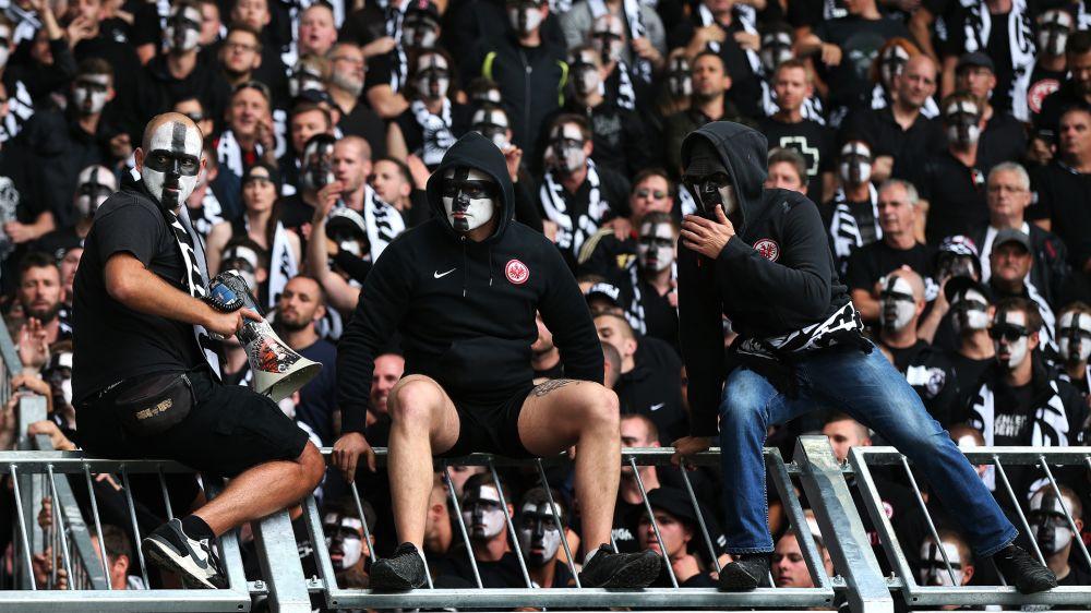 Gegen die Polizei: Schlimmes Hetzplakat der Eintracht-Fans
