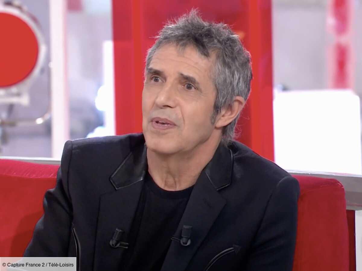 """Julien Clerc explique pourquoi il passait pour quelqu'un de """"désagréable"""" et """"difficile"""" dans le passé (VIDEO)"""