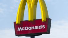 Women pepper spray, throw straws at McDonald's security guard in fight caught on camera