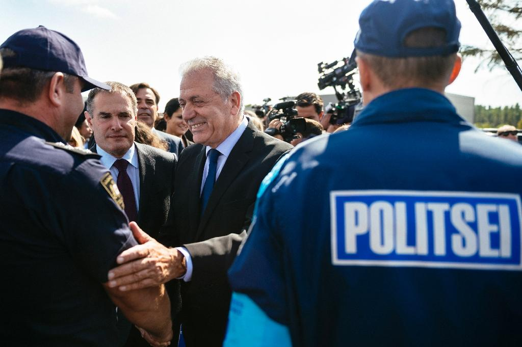 EU Migration Commissioner Dimitris Avramopoulos (C) shakes hands with FRONTEX and European Border and Coast Guard Agency officials at the Kapitan Andreevo checkpoint on the Bulgaria-Turkey border, on October 6, 2016 (AFP Photo/Dimitar Dilkoff)