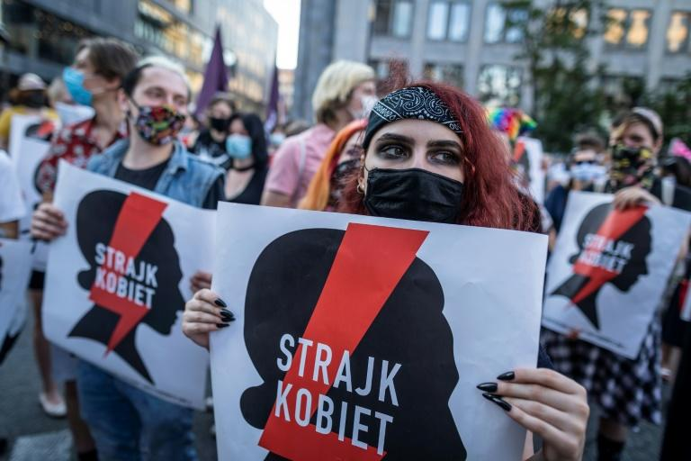 Around two thousand people marched in Warsaw on Friday to protest the government's withdrawal plan (AFP Photo/Wojtek RADWANSKI)