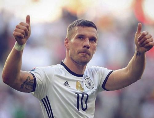 Podolski é convocado por Löw e fará sua despedida da seleção alemã