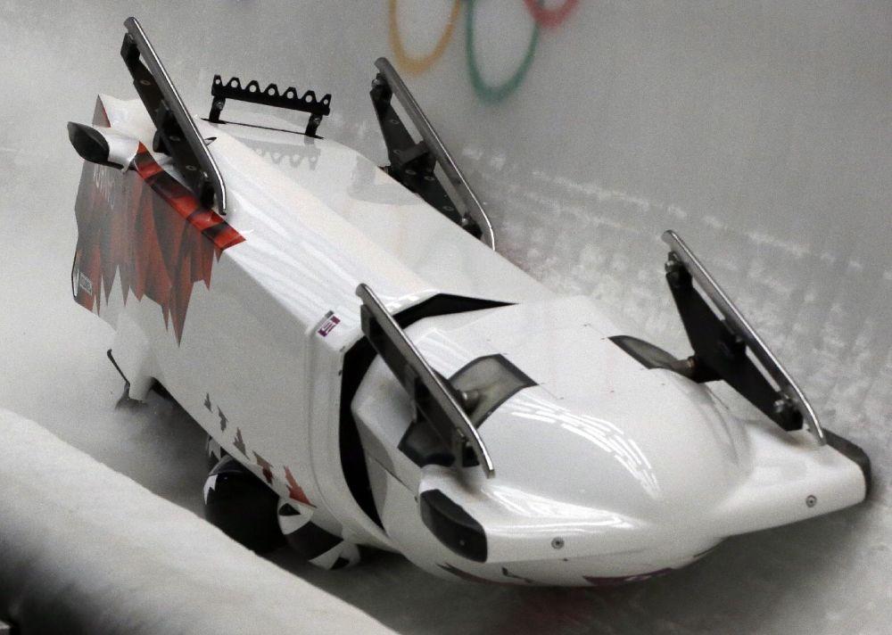 Russia's Zubkov takes slim lead in Olympic 4-man