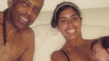 Bela Gil posta foto amamentando a filha e gera polêmica na internet