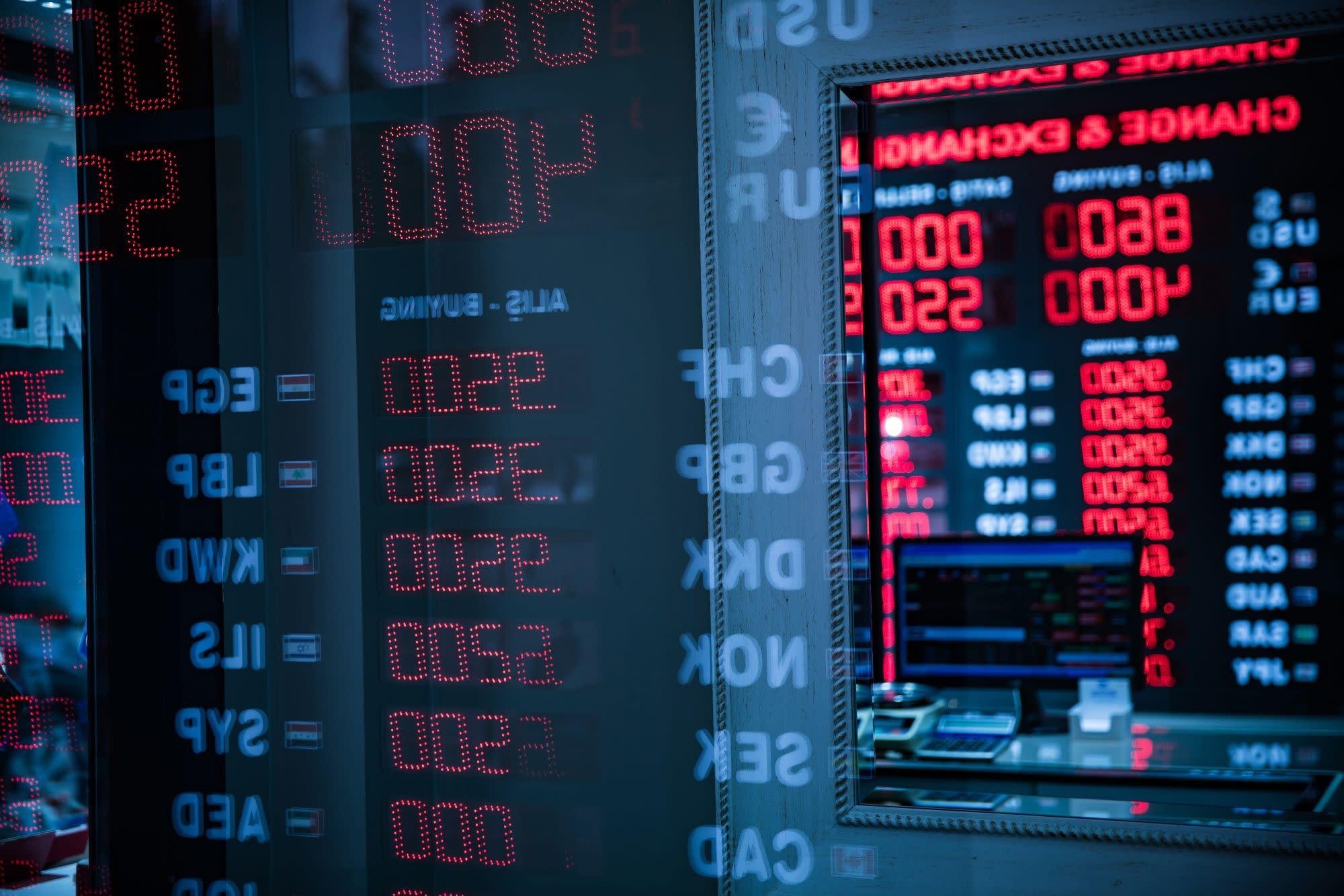 Turkey Lowers Key Banking Ratio to Slow Credit as Lira Falls