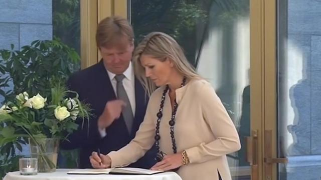Dutch King, Queen sign Malaysia plane condolences book