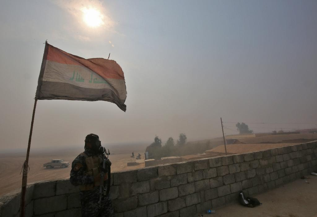 Iraqi forces hold a position near Al-Shura village on October 24, 2016, during an operation to retake Mosul from the Islamic State, which included efforts to capture other nearby villages such as Karamlech, Bartalla and Qaraqosh (AFP Photo/Ahmad al-Rubaye)