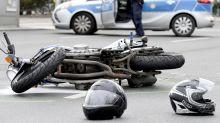 Motorradhelm nach Unfall abnehmen oder nicht?