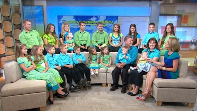 Bates Family, 19 Children and 2 Parents, Come to NYC's Times Square at 'GMA' Studios