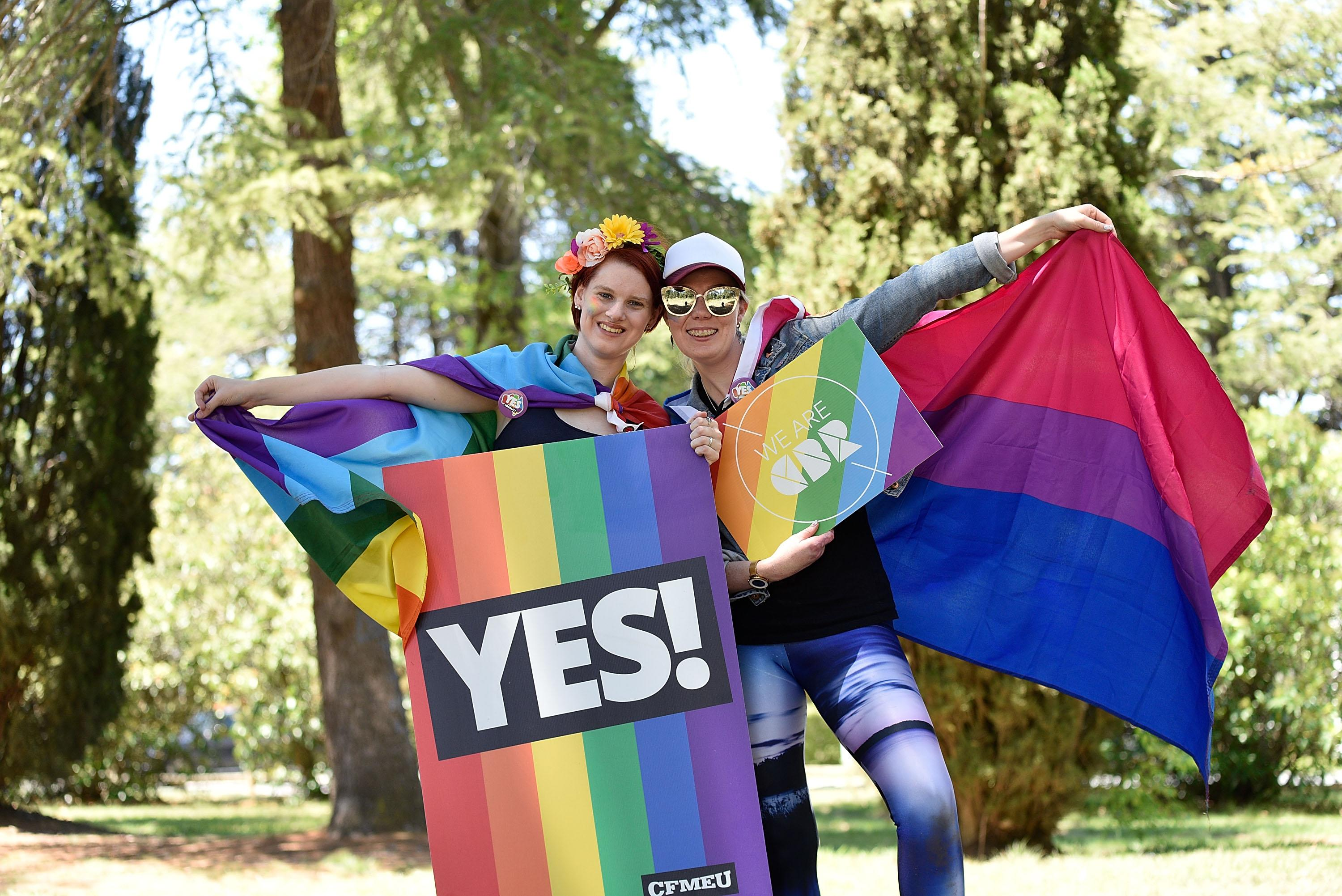 an argument in favor of the legalization of same sex marriages 2018-9-27 same-sex marriage, the practice of marriage between two men or between two women although same-sex marriage has been regulated through law, religion, and custom in most countries of the world, the legal and social responses have ranged from celebration on.