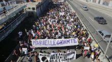 Manifestantes fazem protesto na Maré contra a morte de Marielle e Anderson