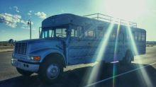 Transformó un autobús escolar en un hogar soñado