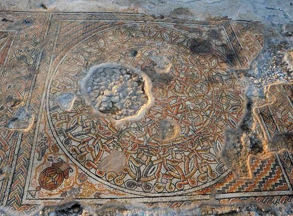 The mosaic discovered prior to construction of an interstate in Israel, was decorated with geometric structures and amphoras, or vessels for holding wine. The amphoras were also decorated, for instance, one was flanked by a pair of peacocks.