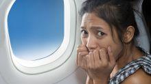 Mulher que dormiu durante voo acorda sozinha dentro do avião desligado