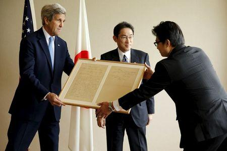 Japan's Foreign Minister Fumio Kishida (2nd R) presents a U.S. Secretary of State John Kerry with a replica of a letter on a friendly diplomatic matter from former U.S. President Abraham Lincoln to the Tycoon of Japan in 1861, before their bilateral meeting alongside the G7 foreign ministers meetings in Hiroshima, Japan April 11, 2016. REUTERS/Jonathan Ernst