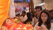 PICS  Bollywood Celebrities Visit Lalbaugcha Raja