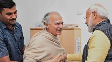 Narendra Modi visits Arun Shourie at Pune hospital, wins over Twitterati for gesture towards staunch critic
