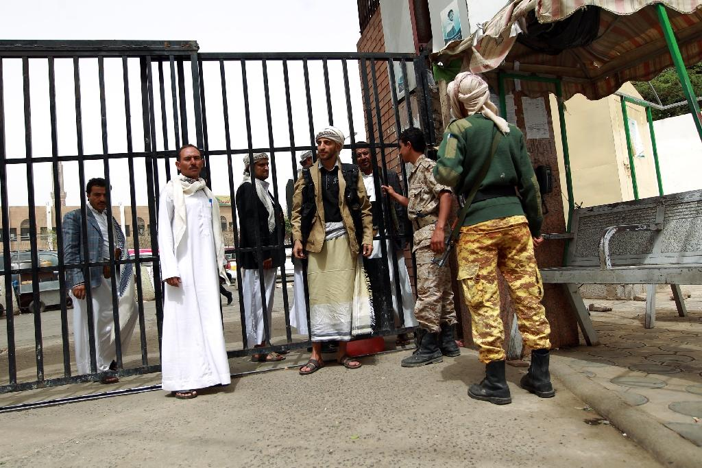 Shiite Huthi militiamen stand guard outside a hospital in the capital on March 21, 2015 (AFP Photo/Mohammed Huwais)