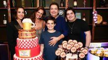 Fausto Silva celebra aniversário de Luciana Cardoso ao lado dos três filhos