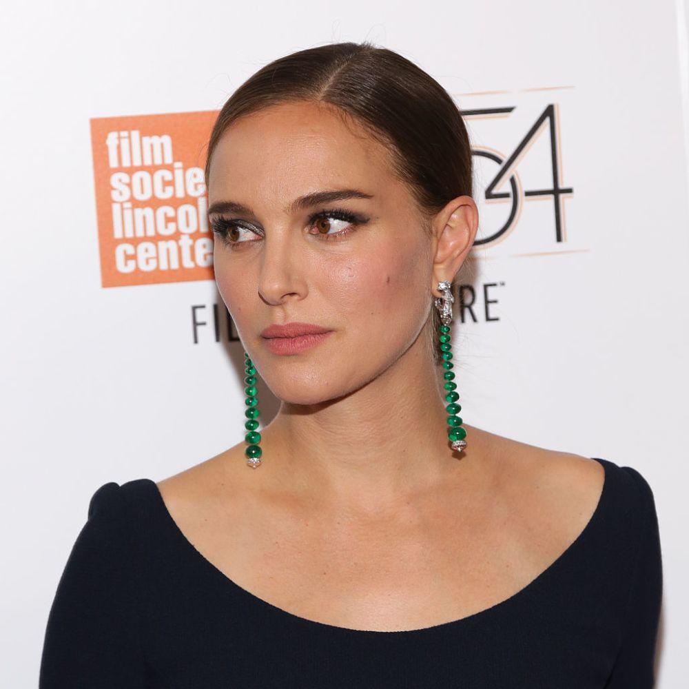 Infinitely obsessed with Natalie Portman's super minimalistic pregnancy look