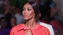 Naomi Campbell indigna a las víctimas de tiroteos con este vestido