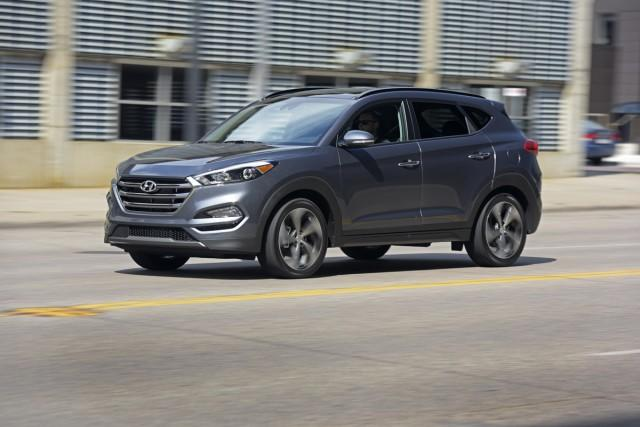 Hyundai updates '17 Tucson with Apple CarPlay, Android Auto