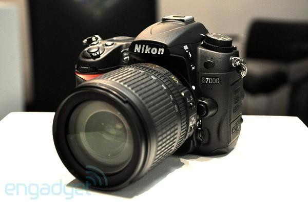Nikon D7000 firmware update released, cools down 'hot pixels'