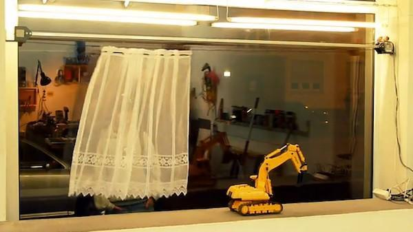 Robotic curtain tries to guard your privacy, save on fabric (video)