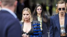 Cara Delevingne y Ashley Benson se besan confirmando noviazgo