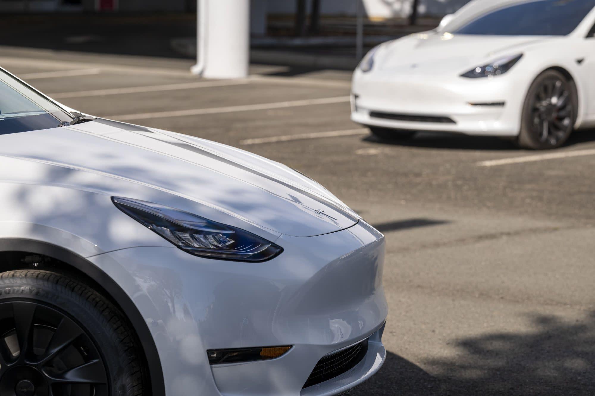 Hertz Orders 100,000 Teslas in Rental-Market Shake-Up