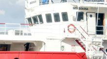 """Ocean Viking: """"Migranti minacciano di gettarsi in mare"""""""