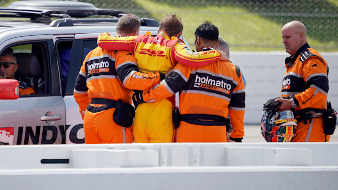 Hunter-Reay taken to hospital after qualifying crash