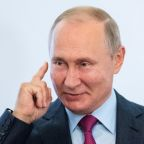 Putin offers to help ease Gulf tensions before Saudi trip