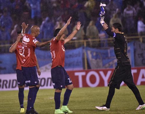 Wilstermann se mide a Nacional con la mirada en la Libertadores