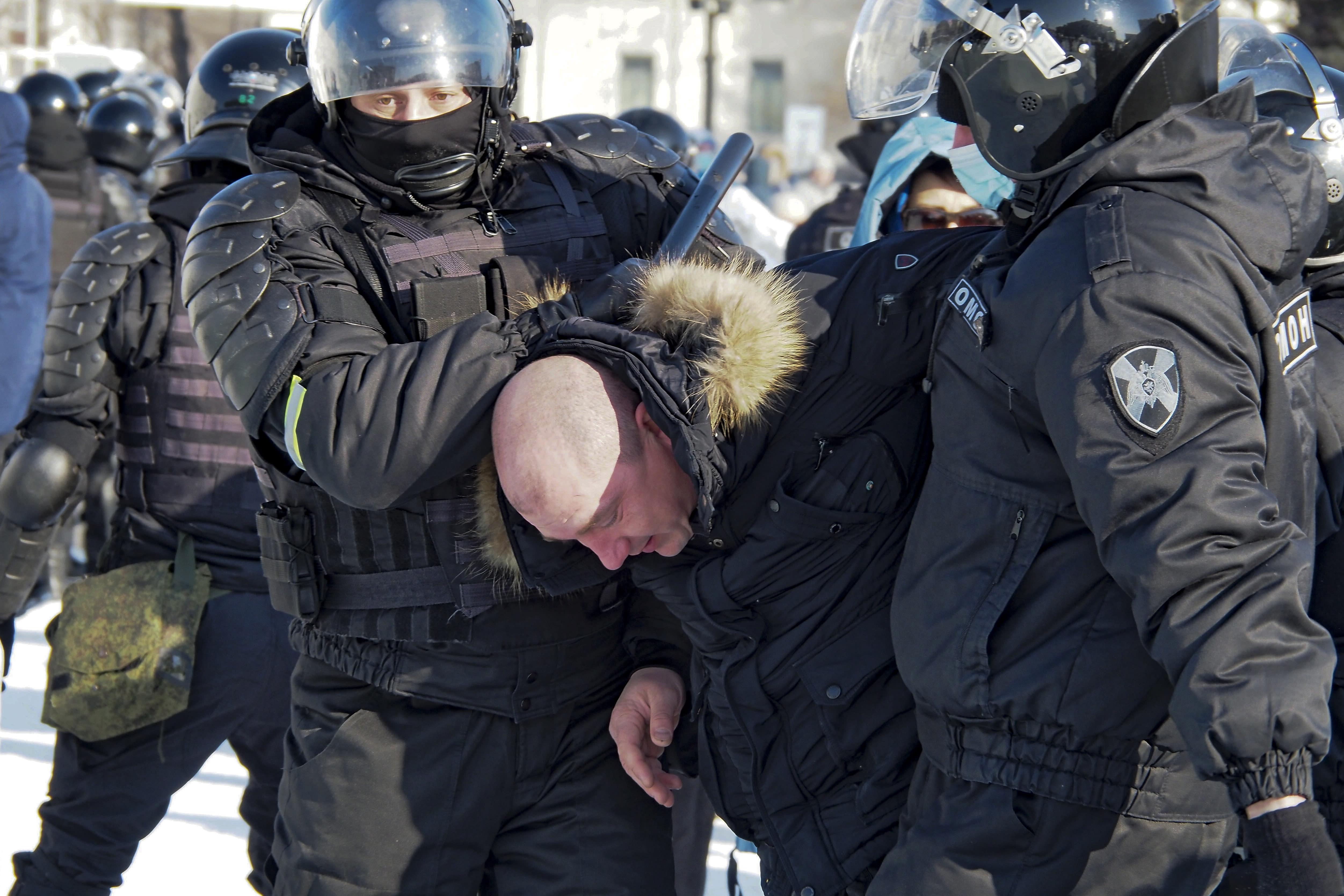 Russia arrests protesters demanding Alexei Navalny's release