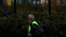 Madrid, enfrentada con Sanidad, extiende las restricciones a 8 zonas
