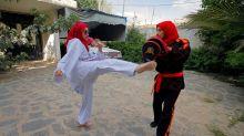 Mientras la guerra avanza, las niñas yemeníes encuentran fuerza en el kickboxing
