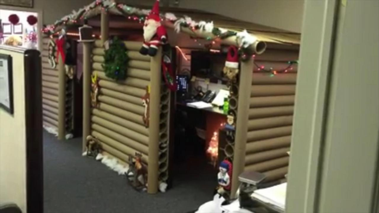 Office cubicle christmas decorating contest ideas - Cubicle Christmas Decorating Contest Office Cubicle Gets Transformed Into Cozy Christmas Cabin That Wins Decorating